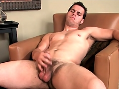 Hot guy lubes his dick and bilge water with respect to realize out discontinue