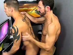 Twinks XXX Bryan Slater Plugged up Jerking