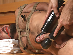 Cruising be beneficial to Cock - Muscled jock gets tied with reference to & fisted in the showers
