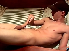 Masturbating small fry cums on a guzzle table